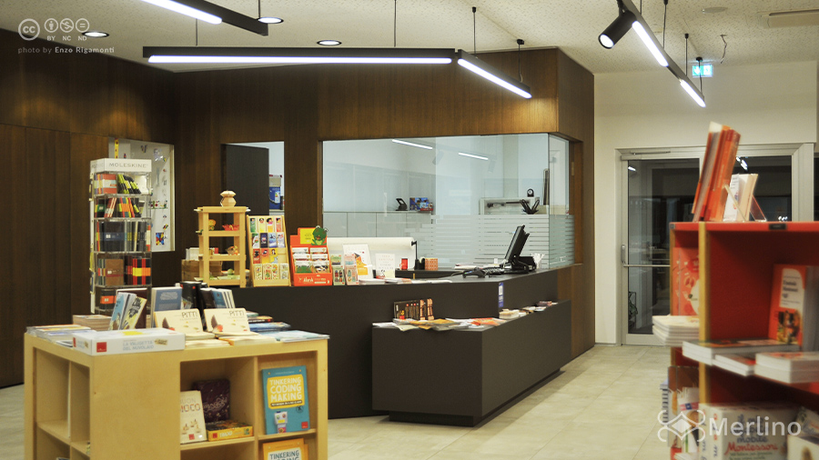 Bancone_reception_libreria_trento